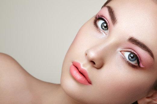 Cejas tupidas: una tendencia que sigue vigente