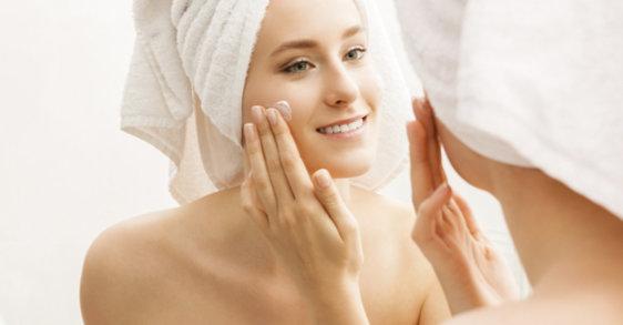 Alerta piel grasa: rutinas y cuidados en verano