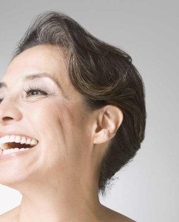 ¿Por qué empiezo a notar los vellos faciales en zonas específicas durante la menopausia?