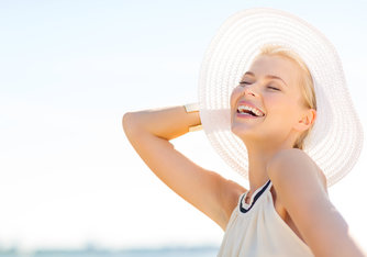 Cómo disfrutar del sol sin arriesgarnos a que aparezcan granitos