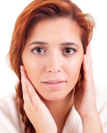 Medicamentos, cosméticos y la lucha contra las imperfecciones en la piel grasa