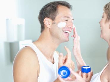 Cuidados para el rostro del hombre: consejos para ayudarlos a encontrar la crema ideal