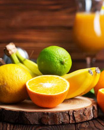 Cómo combatir las manchas oscuras y los signos del envejecimiento con vitamina C