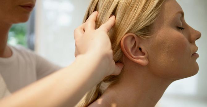 ¿Cómo un masaje capilar puede ayudar a estimular el crecimiento del cabello?